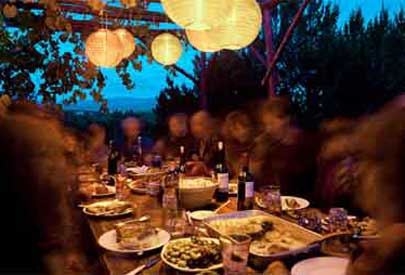 suitable_digs_exterior-dining_at_night_405.jpg